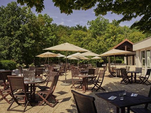 Novotel Fontainebleau Ury - Terraza