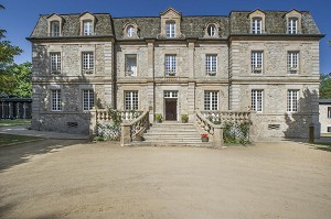Domaine de Barres - Facade of the place