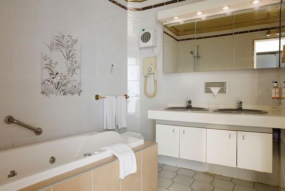 Le grand hôtel de valenciennes - baño