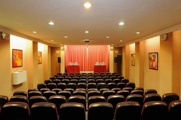 Rental of rooms for the organization of a conference or seminar in Divonne - BEST WESTERN Charlemagne Lyon (69)