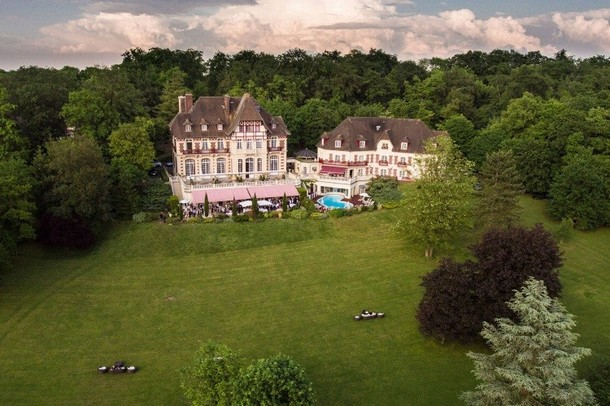 Rental of rooms for the organization of a congress or seminar in Roissy-Charles-de-Gaulle (Roissy CDG) - Castle Tower Gouvieux (60)