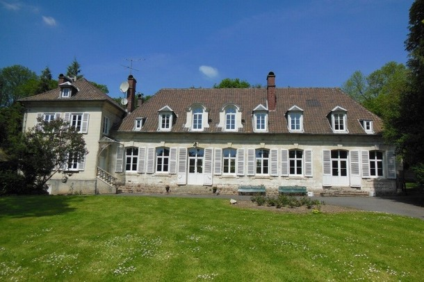 Renting rooms for organizing a conference or seminar in Calais - Castle Naours (80)