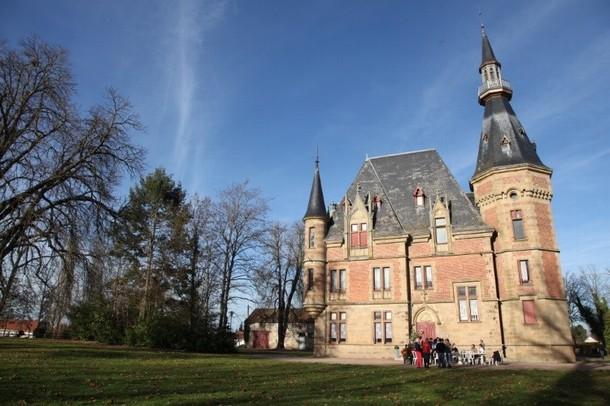Alquiler de locales para la organización de una conferencia o seminario en Aurillac - Castillo Petit Bois (03)