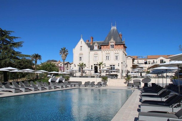 Rental of rooms for the organization of a congress or seminar in Béziers - Castle St-Pierre de Serjac (34)