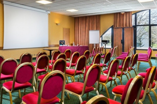 Rent a conference or meeting room for a seminar in Dijon - Hotel Restaurant le Paddock (58)