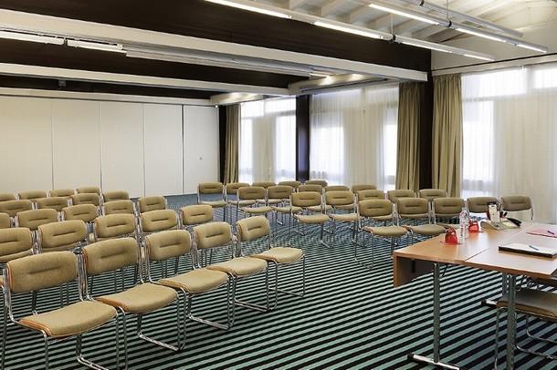 Alquiler de salas para la organización de una conferencia o seminario en Digne-les-Bains - Ibis Styles Avignon Sud (84)
