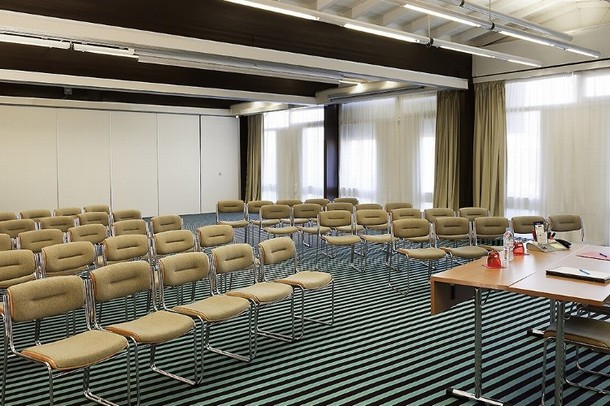 sala de reuniones y de conferencias en Gap - Ibis Styles Avignon Sud (84)