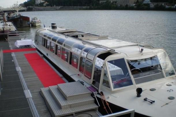 A seminar on a boat - Yachts de Lyon (69)
