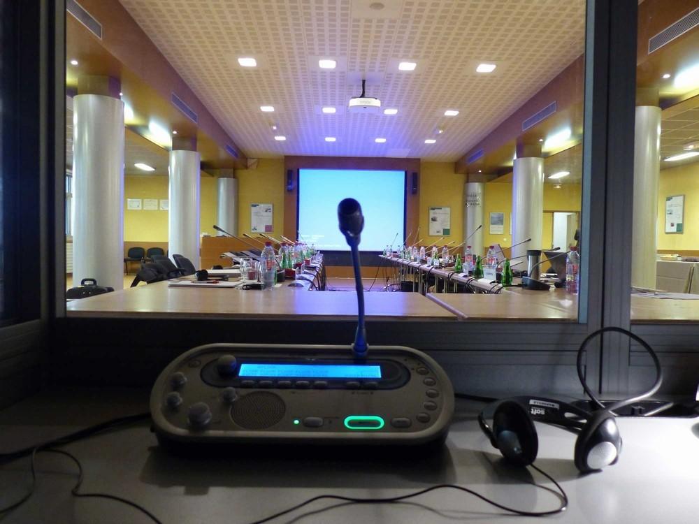 Multilingual communication organization - translation of seminars
