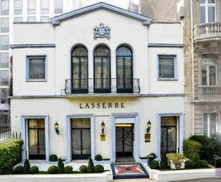Restaurant Lasserre - Exterior of the restaurant
