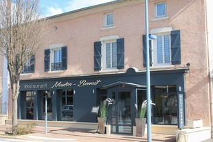 Mouton-Benoit Restaurant - Front of the restaurant