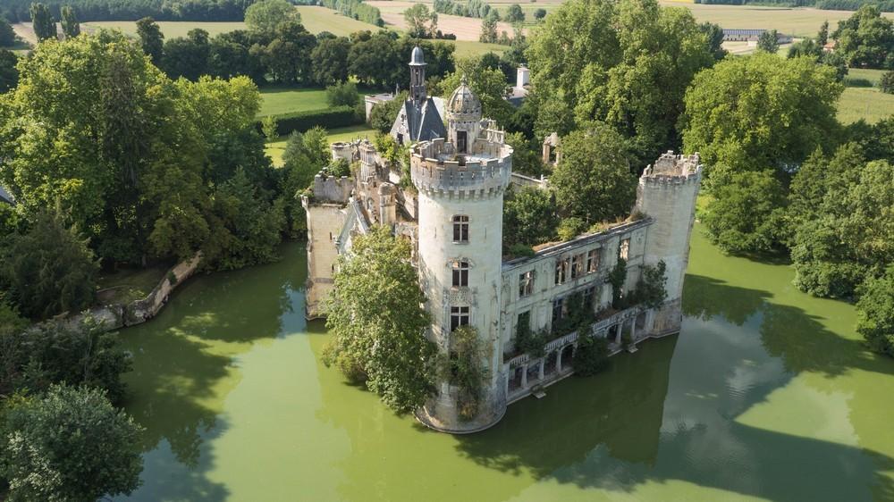 Drone contrast - castle