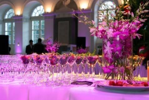 Anaïs Gärten - Cocktailfirmen mit Blumendekoration