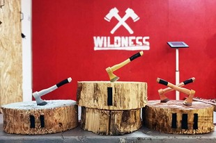 Wildness - Team building throwing axes