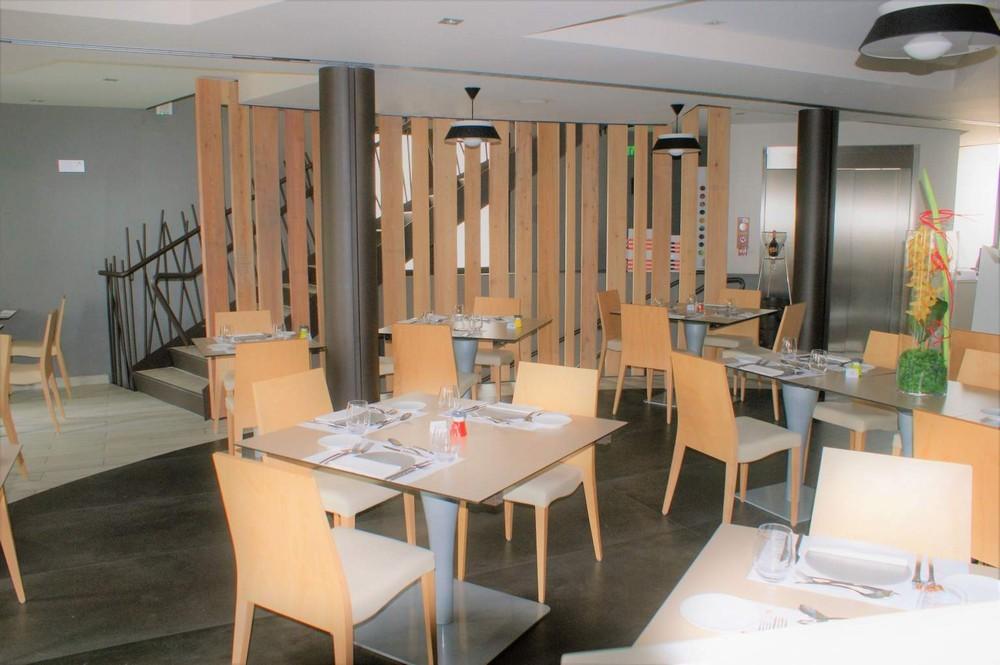 Maison courbet - restaurant room