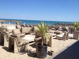 Le Poisson Rouge - Restaurant by the sea